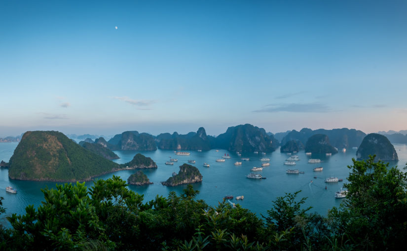 Schienen durch Hanoi – Schiffe in der Halong Bucht